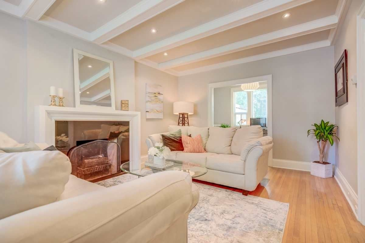 202 Dinnick Crescent for sale