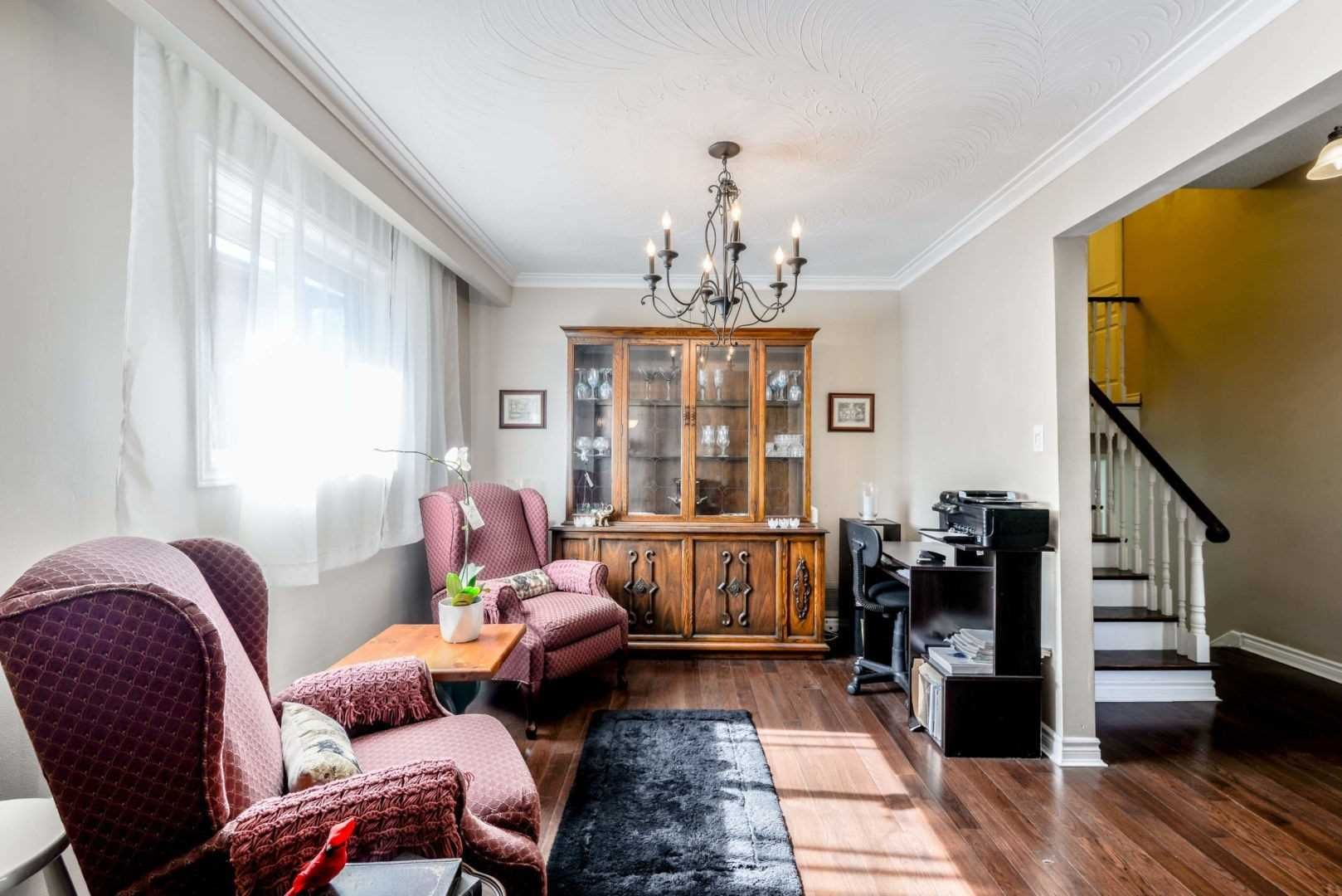 281 Centre Street N for sale